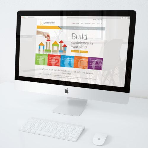 iMac-mockup-on-desk